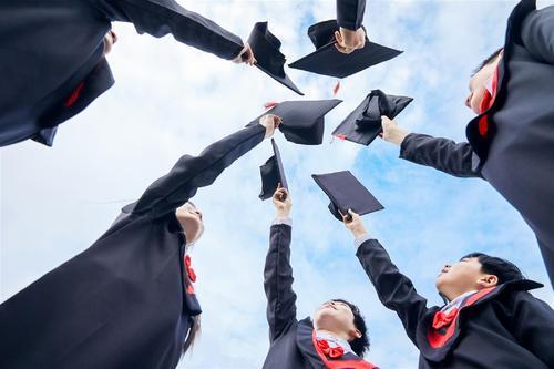 初中毕业如何参加成人高考?成人高考有什么优势?